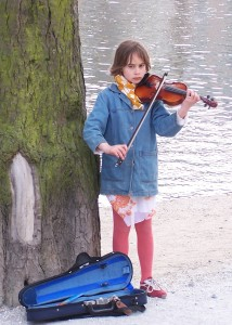 Girl_playing_violin